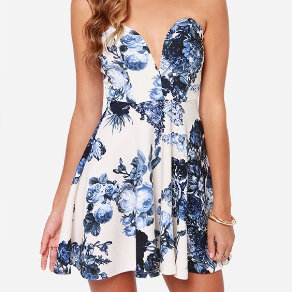 Lulu's Dresses & Skirts - Lulu's Strapless Textured Fit & Flare Floral Dress